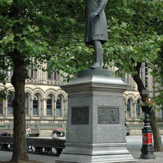 Albert-Square-Statue Manchester